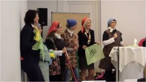 Die Stuttgarter Ladies als Kehrwocheprofis!Werbung für das AGM 2015 in Stuttgart