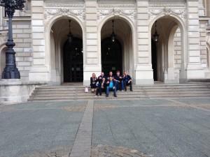 Gruppenbild vor der alten Oper