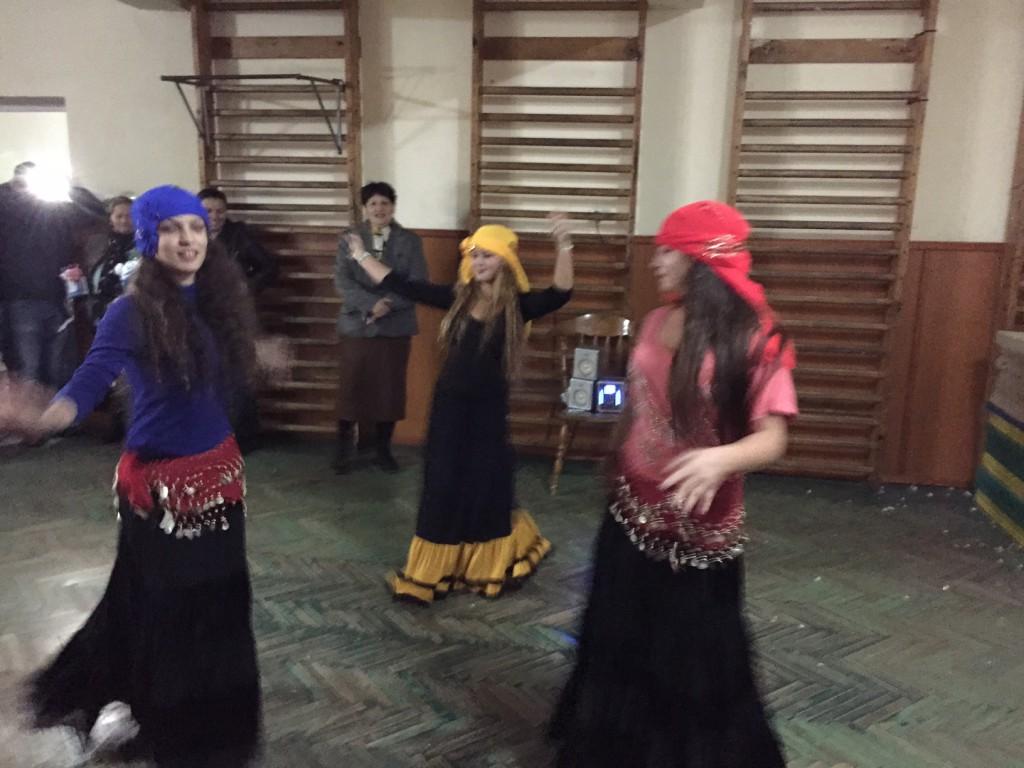 Tanzeinlage von jungen Romas
