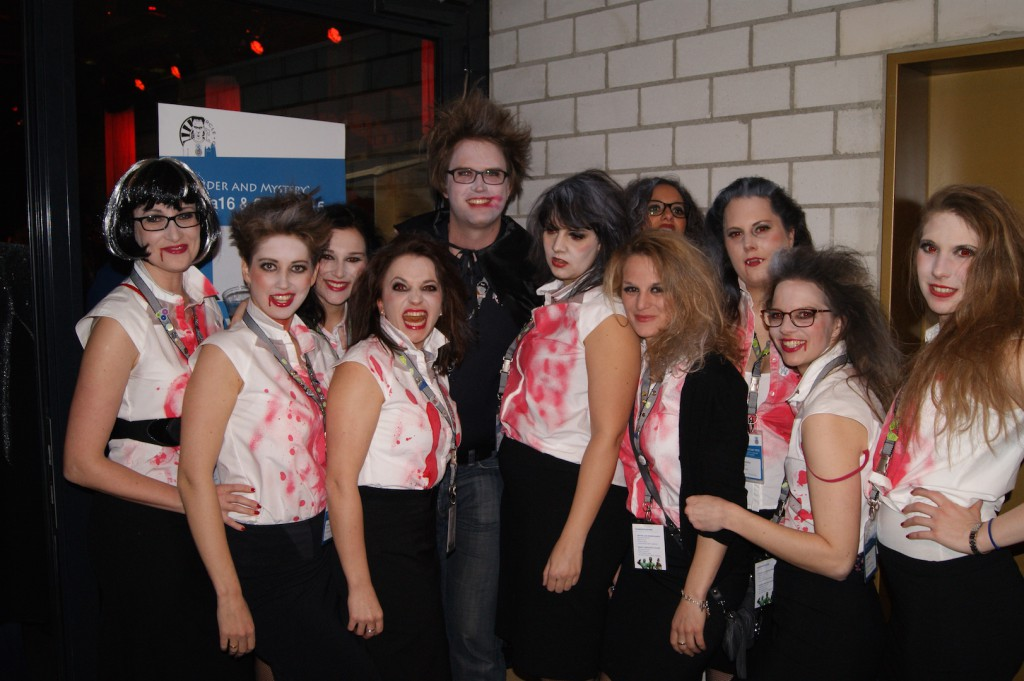 Die Zombie Sekretärinnen des LC 36 zusammen mit Mister Dracula aus der Schweiz